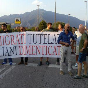 schio protesta profughi hotel eden 3 agosto 2016 10