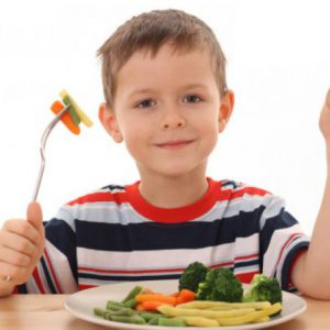 bambino a tavola