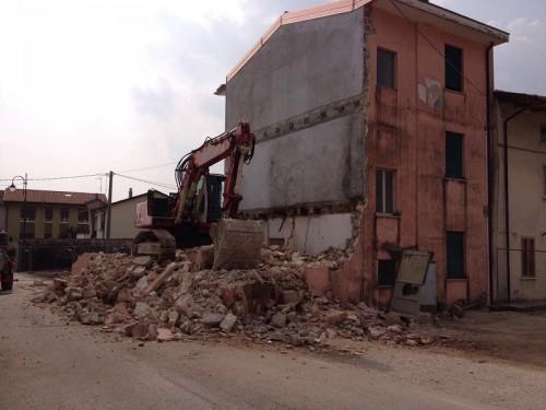 carrè - casa grendene abbattuta marzo 2016 2