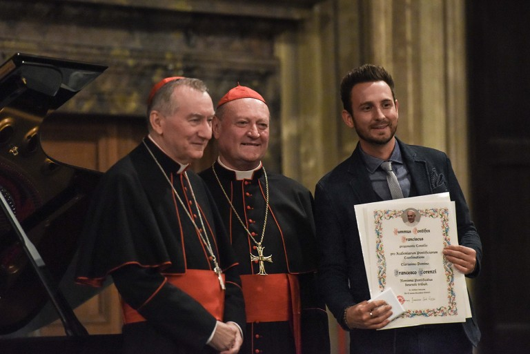 Francesco-Lorenzi-riceve-la-Medaglia-pontificia-Papa-Francesco-768x513