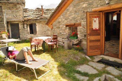 Alloggi per turisti nuove norme contro la concorrenza for Case legno e pietra